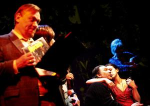 Dansband är det som gäller när Börje (Ingmar Virta) och de andra slår sig lösa.
