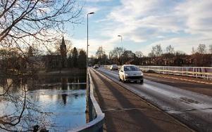Kyrkbron, vid norra infarten till Avesta, börjar ta slut. En ny bro måste byggas. Foto: Eva Högkvist