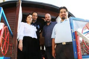Tanja Lindström, Mario Asp, Ola Hanneryd på fjällmuseet och Erland Kalderas jobbar alla med utställningen under veckan i Funäsdalen.
