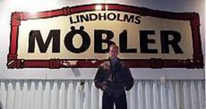 Den fällande domen gäller grovt skattebrott och grovt bokföringsbrott i varuhuset Lindholms Möbler mellan 1997 och 2000.