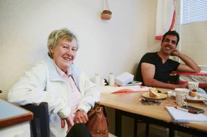 Barbro Larsson är aktiv i Röda korset och är många av flyktingarnas länk till det svenska samhället.