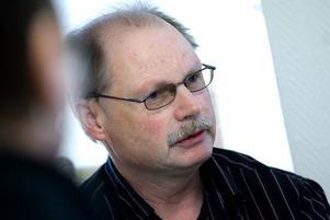 Kenneth Persson hoppas hitta andra lösningar än boende i Borlänge. Han vill inte att nyanlända ska tvingas bo i