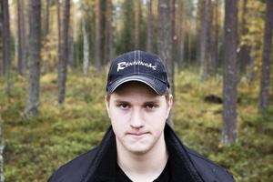 Marcus Edbom Jonsson från Jämtland läser på skoginriktningens jaktprofil. Han tänker sig eventuellt en framtid som yrkesköpare.