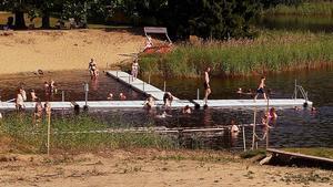 Dykets nya badbryggor och handikappramp. Besöksfrekvensen har ökat i sommar och nya människor har hittat till Dyket, enligt Lars Carlström.