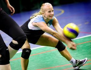 Verena Rizzoll hävdar att hon fått sparken från Örebro Volley.