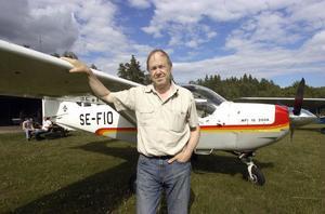 Jan Sundin äger ett flygplan som på slutet av 1970-talet användes för humanitära hjälpinsatser i Etiopien av Carl-Gustaf von Rosen.
