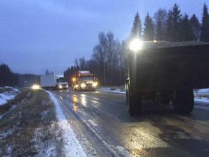 Vid åttatiden på fredagsmorgonen körde en av postens lastbilar av väg 307 i höjd med Homons återvinningscentral, Bergsjö.
