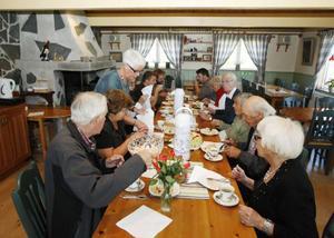 I går var det öppet hus på Evas pensionat i Bakvattnet. Gästerna fick se den nya spaanläggningen.– Det är kul att få se byborna här. Annars blir det mest turister, tyckte Eva Hansson.