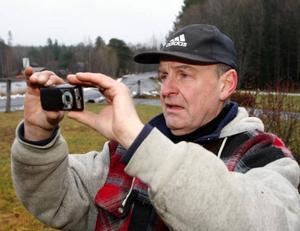 JG Jonsson från veteranbilsklubben förevigde hämtningen av karossen.