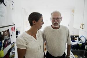 Bengt Larsson tackade sin livräddare Sofia Larsson med ord, kramar och rosor när de träffades för första gången efter den dramatiska händelsen i februari.