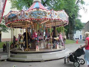 14.45 hästkarusellen mest populär bland de minsta.