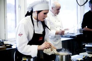 Jessie Flodin går i årskurs 3 på Slottegymnasiet i Ljusdal. Tillsammans med Ida Blixth tillagar hon tapas som senare får juryns beröm.