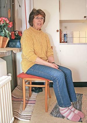 Fryser. Marina Alftberg är hyresgäst i Sandvikenshus lägenheter på Nya Bruket. Hon får lägga ut mattor och frottéhanddukar i fönstren för att det drar kallt. Att gå utan tjocktröja och varma sockor är omöjligt om hon inte vill frysa. 17 grader är en stående temperatur i hennes lägenhet.
