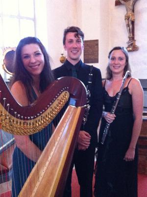 I tio år har Camilla Pay, Nicholas Ellis och Eliza Marshall framträtt med The Korros Ensemble.
