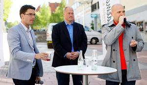 Erik Almqvist, längst till höger, blev attackerad vid ett torgmöte i Sundsvall i onsdags. Bilden är från Sd:s torgmöte i Östersund i torsdags.