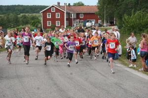 Det var start för 2.5 km Damer och herrar...