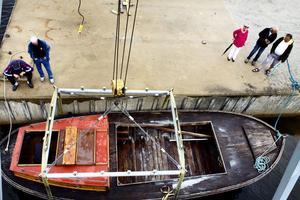 Medlemmar i motorsällskapet har precis sett Anders Toréns båt sjösättas.