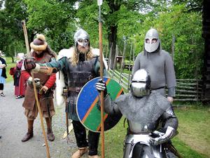 Riddare från Unga Örnar Gillet visar medeltida stridskonst.