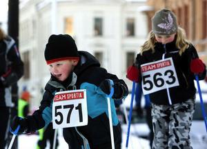 I går hölls Lilla ST-loppet mellan stenhusen i Sundsvall. Spåraren Alex Åsander höll undan för Moa Solander Åsell.