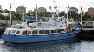 Kommunen vill skriva ett långt kontrakt med ett rederi som kan sköta Limötrafiken med en ny, miljövänlig båt. Men pengarna räcker inte till. Nu förlängs kontraktet med Drottning Silvia i ytterligare två år.