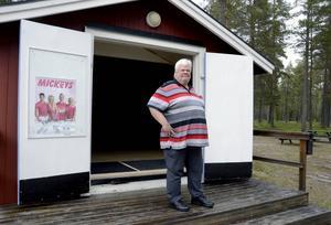 Sten Edvardsson har varit med och arrangerat danser på Furuviken i Hällesjö sedan 1970. Efter 45 år brinner han fortfarande för uppgiften.