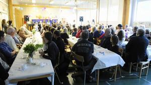 Fullsatt för den sista musikkonserten där alla eleverna i Nornäs skola deltog. Foto:NisseSchmidt