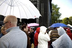 Snart dags för festival. Västerås Cityfestival hålls i slutet av nästa vecka. På grund av den ekonomiska krisen har flera av festivalens samarbetspartners hoppat av arrangemanget, och nu måste man börja ta betalt av publiken för att kunna betala artisterna.