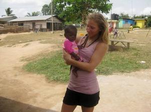 I två veckor befann sig Linnea Vermelin, från Backe, på ett barnhem i Ghana och jobbade som volontär. Resan är hennes projektarbete under sista året på Hjalmar Strömerskolan i Strömsund och nu kommer hon föreläsa om sin vistelse.