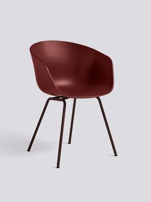 Snygg stol och den ser bekväm ut också. Från Hay, AAC26, 2169 kronor hos Artilleriet.