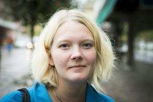 Jenny Järv Niemi, Långsele.– Jag håller på med en bok just nu. Anna Janssons senast om Maria Wern. Jag har den som e-bok och läser på Ipad.