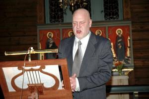 Rotarymedlemmen och sångaren Percy Helin bjöd bland annat på andliga toner.