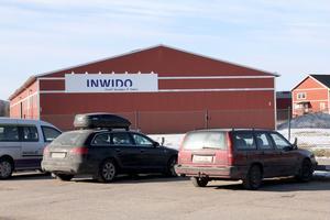 Den negativa trenden för Inwido i Edsbyn beror inte på den oroliga världsmarknaden, utan på att efterfrågan på huvudprodukten, de enklare fönstren, har sjunkit drastiskt. Det är andra fönster som efterfrågas, enligt företagsledningen.