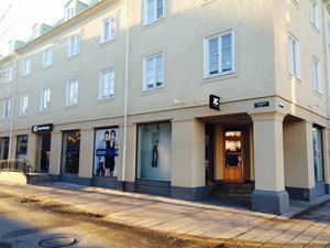 En större butikskedja är på gång in i den gamla JC-lokalen, enligt Jan-Eric Flink vid Fastigets AB Broåker.