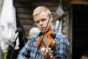 Alexander Brink spelade bland annat ur Hultkläppens låtskatt.