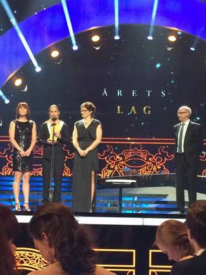 Tre av fyra tjejer som så väldigt välförtjänt vann Årets lag.