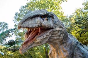 En ny dinosauriepark har öppnat.