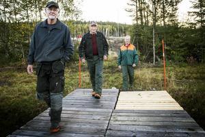 I Stavre har skoterleden dragits om och bort från byn. En ny bro ska göra det enklare för skoteråkarna i vinter.