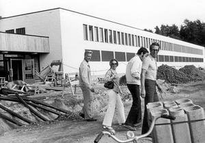 Nytt i Almby. Allt blev inte klart på en gång. På bilden ses Olle Olsson, Barbro Carli, Lennart Mattsson och Rune Hedman.