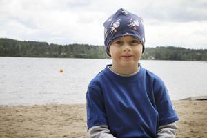 Sexåriga Emil Hansson ser fram emot eftermiddagens överraskning.