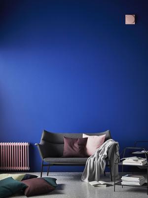 Även den grå soffan får en senare säljstart – under våren 2018.