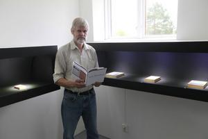 Åke Hultman har sammanställt minnesutställningen över Curt Breiland på Galleri Konst & Kamera och ger också ut en bok om konstnären.
