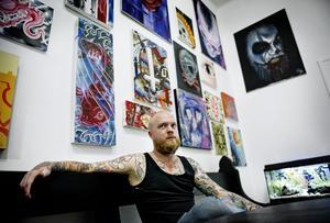 Tankeställare. Det är en teknik att tatuera folk. Bara för att man kan rita är det inte automatiskt att man är duktig på att tatuera, säger Daniel Halén på Waterproof Tattoo i Örebro.