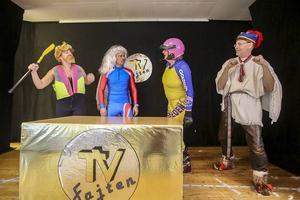 15 oktober 2015. Suget efter lokalproducerad revy från Bruksvallarna var stort, revyn sålde slut på flera föreställningar. På bilden finns fyra hjältar från Härjedalen som utmärkt sig under året. Gissa vilka.