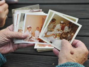 Minns ni? Många hade bilder med sig, från fest och arbete.