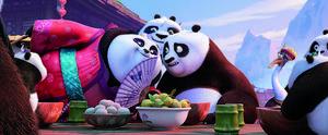 Kung fu-mästaren Po får för första gången träffa andra pandor, i