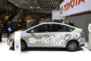 Toyotas kommande plug-in-version, laddhybrid på svenska, klarar en mil utan att behöva starta förbränningsmotorn.