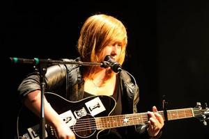 """Lina Henriksson spelade och sjöng låten """"Scream""""."""