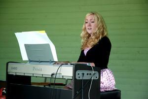 Johanna Fredriksson går en sångutbildning i Härnösand men på nyårsafton är hon i Vikmanshyttan för att sjunga in det nya året.