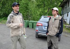 """Länsstyrelsen inspekterade på onsdagen raskatastrofen i Åre. Björn Olofsson, miljöskydd, och Anders Rydeborg, fiskeenheten, var klart tagna av vilka naturkrafter som släppts loss och förödelsen de åstadkommit. """"Hade det inte funnits bebyggelse i dalen hade det inte varit några problem"""" sade de."""