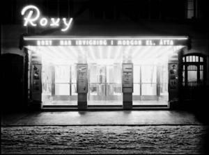 Roxy på Drottninggatan 14 öppnades 1935 och blev ett välkommet avbrott i den nedtonade stämning som fötts ur depressionen.